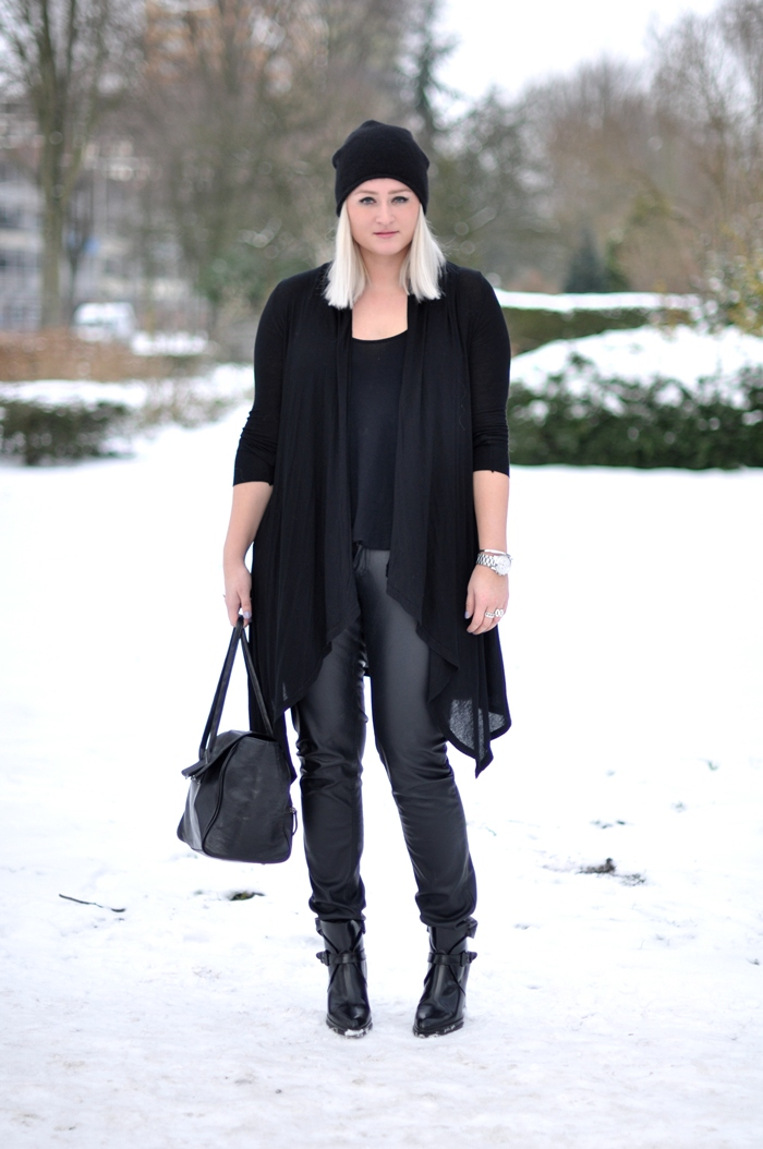 2194f16bc38 Outfit all black. outfit all black zara boot antik cos beanie leather  trousers
