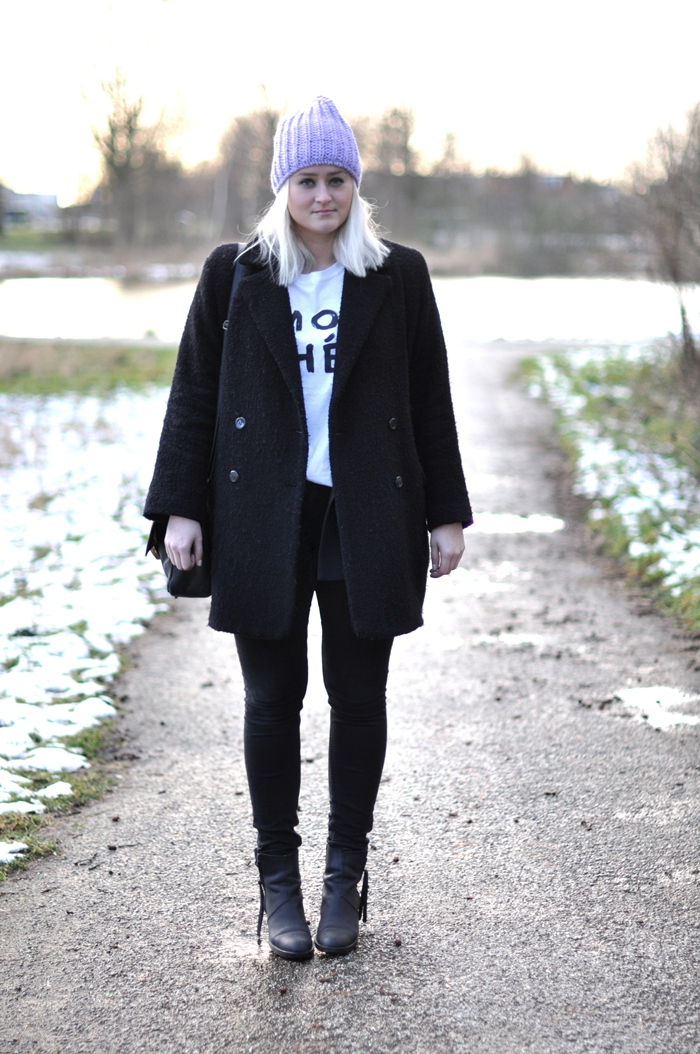 outfit mango blazer acne pistol boots black beanie
