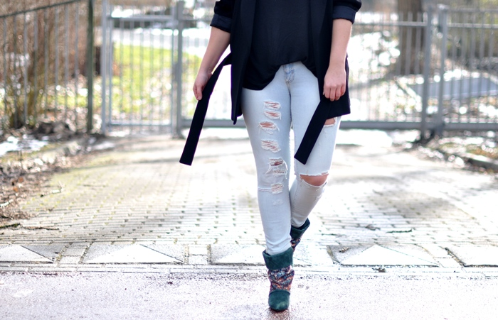 outfit ripped jeans isabel marant kate boots