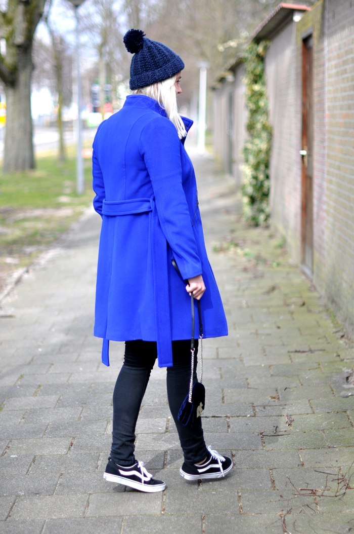 outfit sffte blue coat vans skullcandy headphones beanie