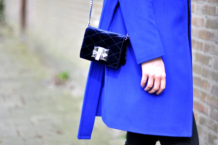 outfit sffte blue coat vans skullcandy headphones beanie zara