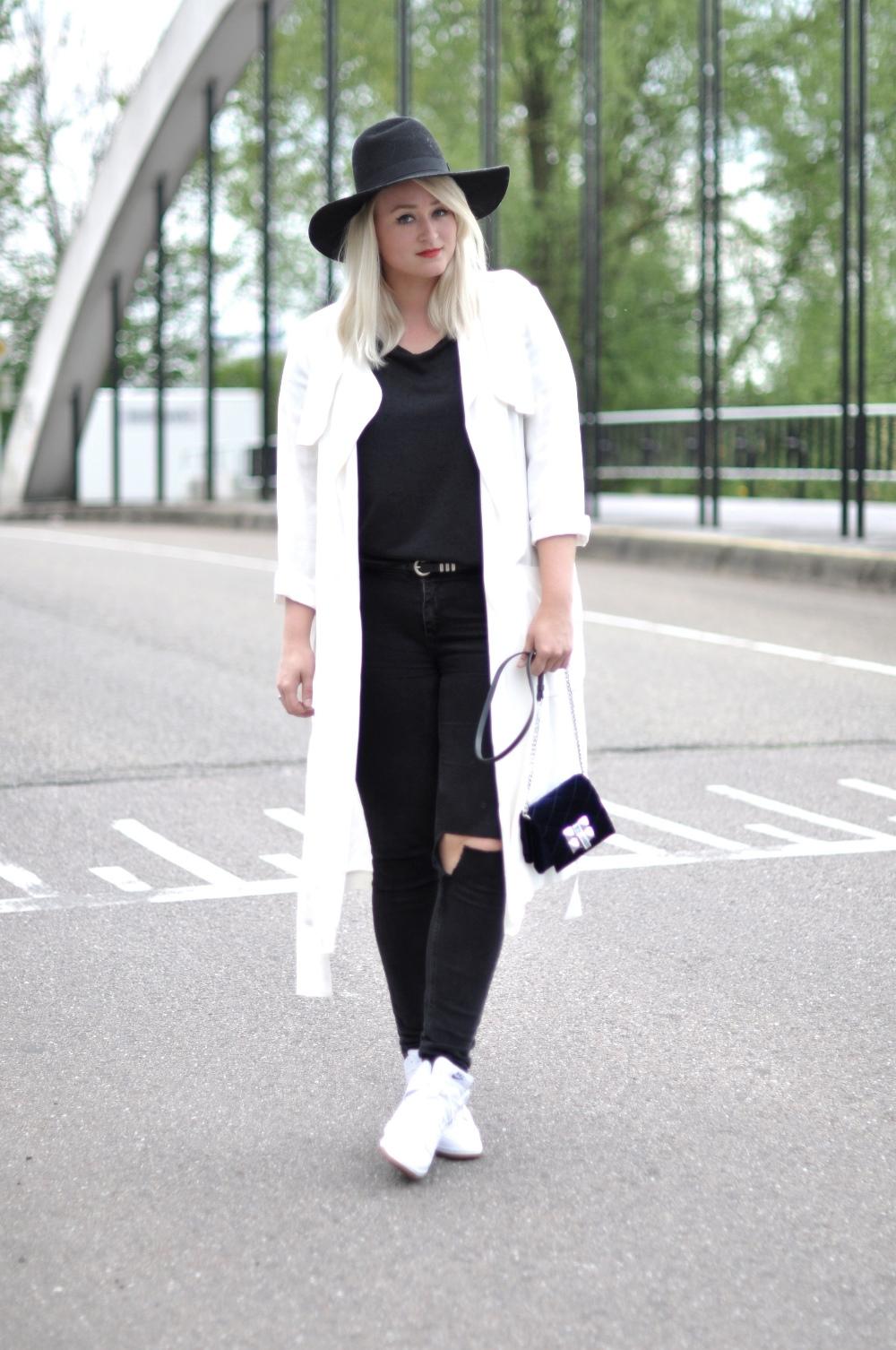 White Zara coat Nike Dunk Sky Hi White Mesh