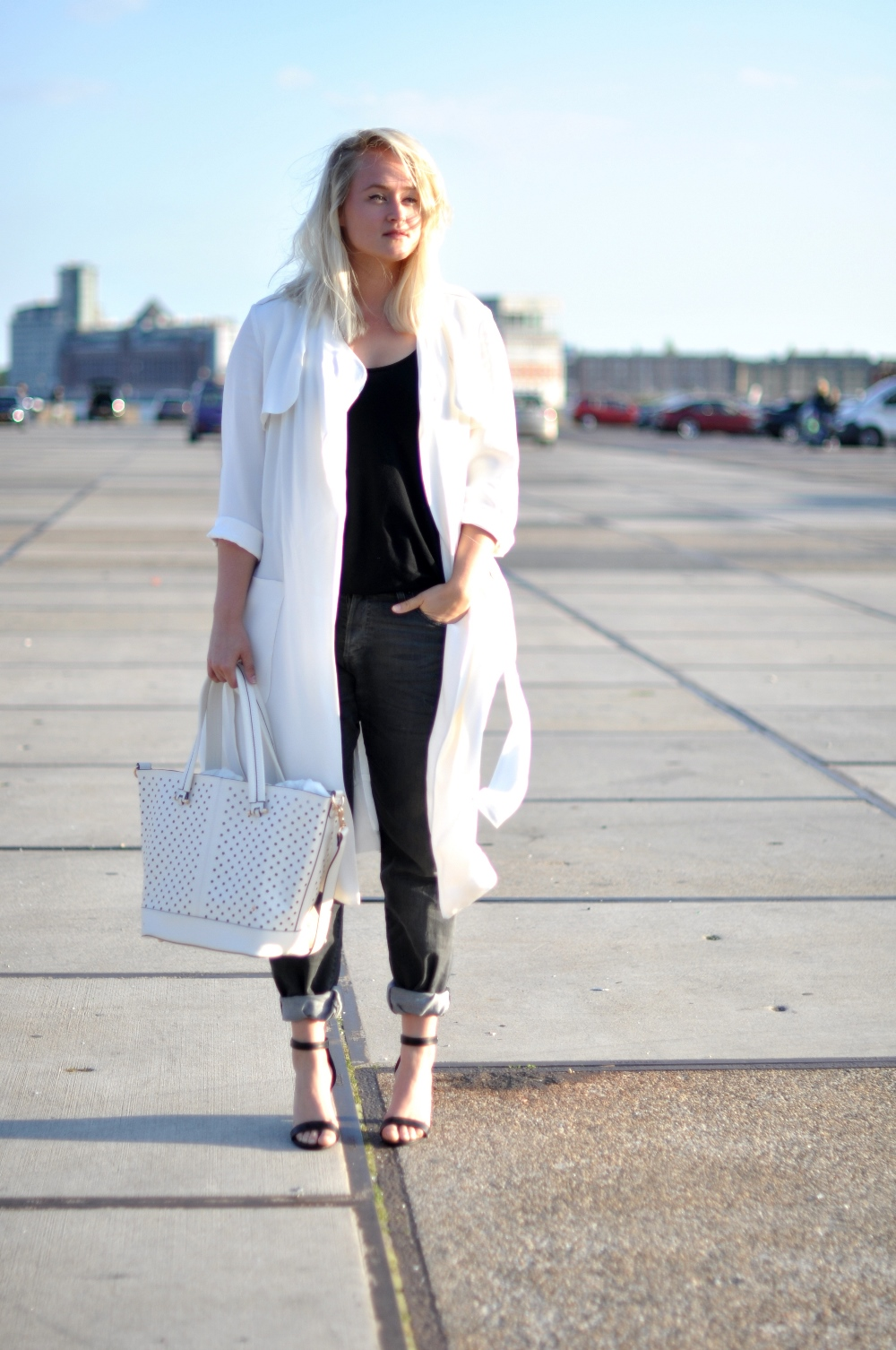 Outfit white zara coat baggy jeans (1) - SFFTE.com
