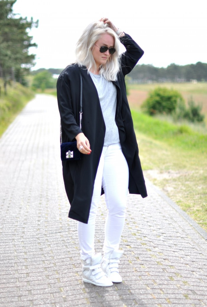 outfit sffte silk coat isabel marant brian sneakers ray ban white jeans (1)