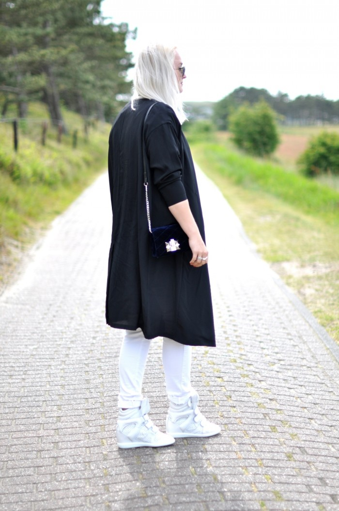outfit sffte silk coat isabel marant brian sneakers ray ban white jeans (2)