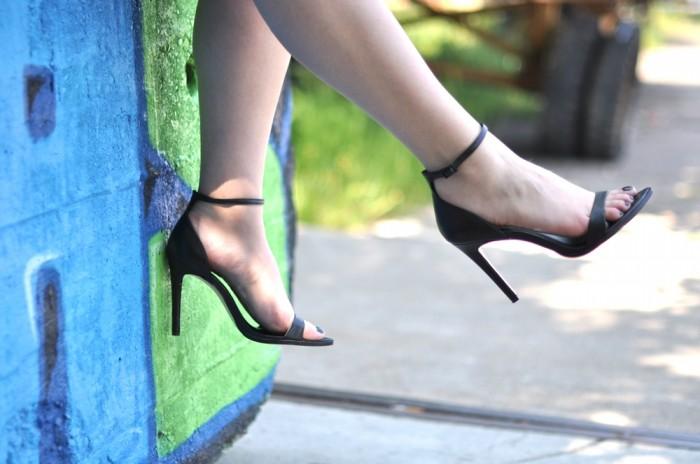outfit zara white skort heels denim blouse alexander wang golf bag (1)