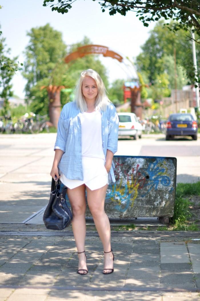 outfit zara white skort heels denim blouse alexander wang golf bag (4)