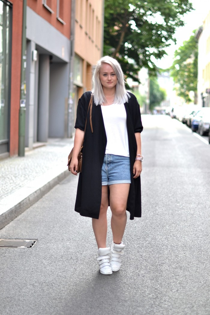 outfit denim shorts isabel marant sneakers silk coat (1)