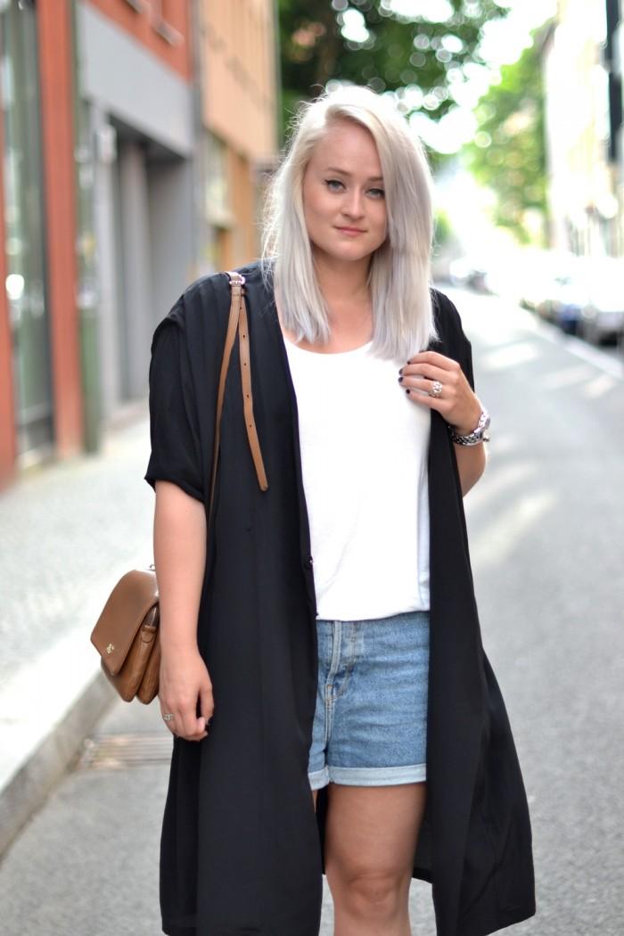 outfit denim shorts isabel marant sneakers silk coat (3)
