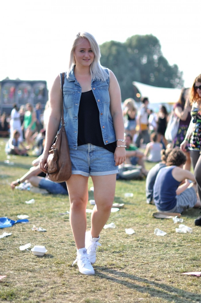 outfit pitch festival denim palladium boots ray ban sunnies (1)