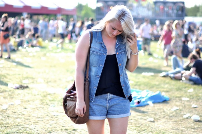 outfit pitch festival denim palladium boots ray ban sunnies (2)