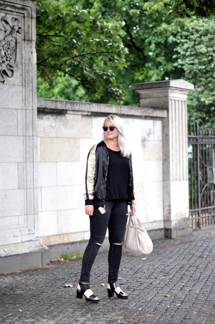 OUTFIT CPHFW ZARA JACKET AND OTHER STORIES SANDALSS RAYBAN CLUBMASTER RIPPED JEANS (1)