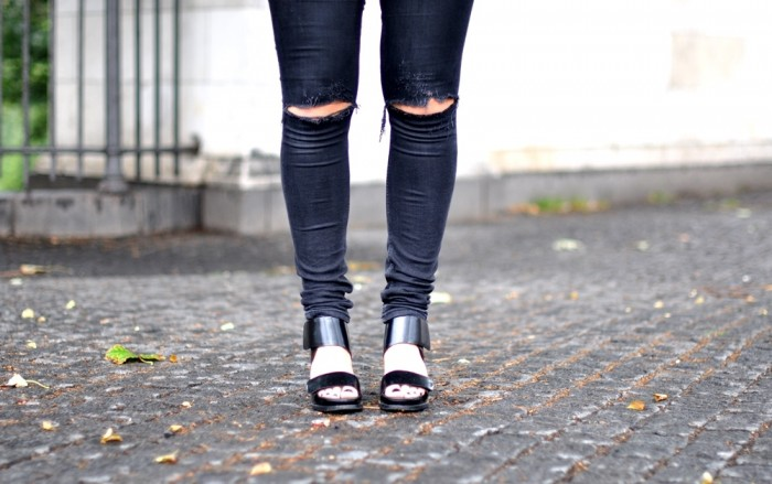 OUTFIT CPHFW ZARA JACKET AND OTHER STORIES SANDALSS RAYBAN CLUBMASTER RIPPED JEANS (3)