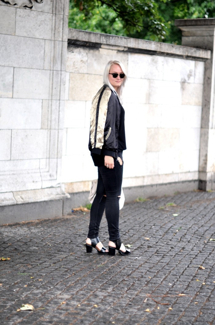 OUTFIT CPHFW ZARA JACKET AND OTHER STORIES SANDALSS RAYBAN CLUBMASTER RIPPED JEANS (4)