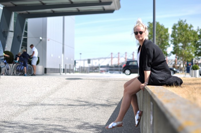 outfit hilton silver sandals silk coaat HM Trend rayban clubmaster monki shorts (2)