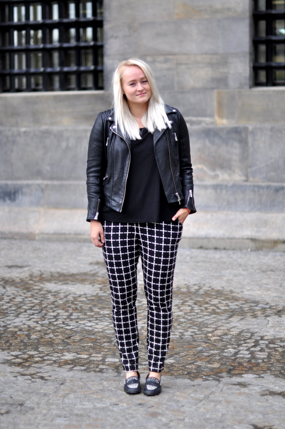53fa8127 OUTFIT ASOS CHECK TROUSERS THE KOOPLES LEATHER BUBBLE JACKET ZARA LOAFERS (1 )