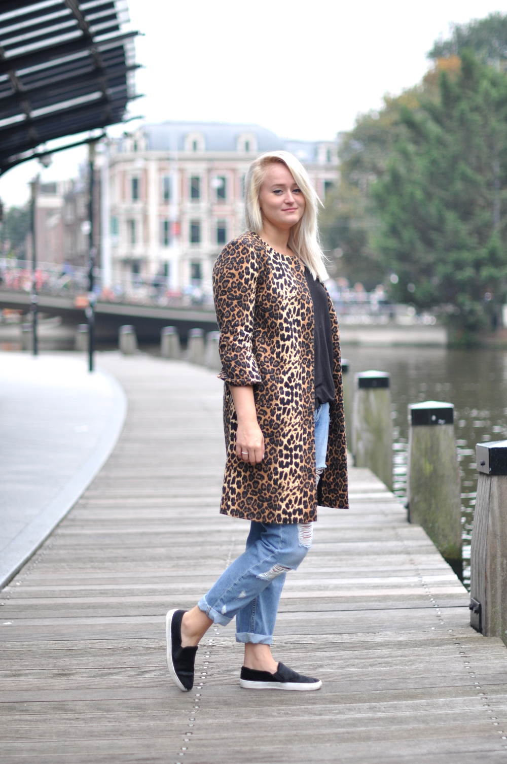 OUTFIT LEOPARD COAT EXPRESSO RIVER ISLAND RIPPED DENIM ZARA PONYHAIR  LOAFERS (1) bbfe1d23877c
