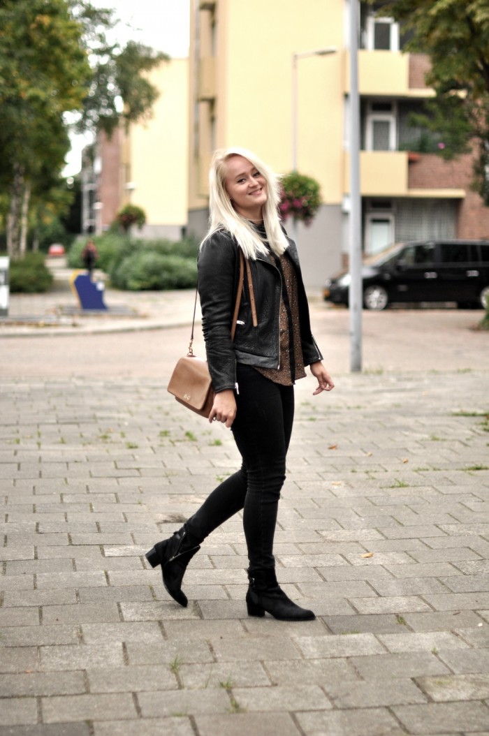 OUTFIT THE KOOPLES LEATHER JACKET DG BAG ALEXANDER WANG PONYHAIR BOOTS (3)