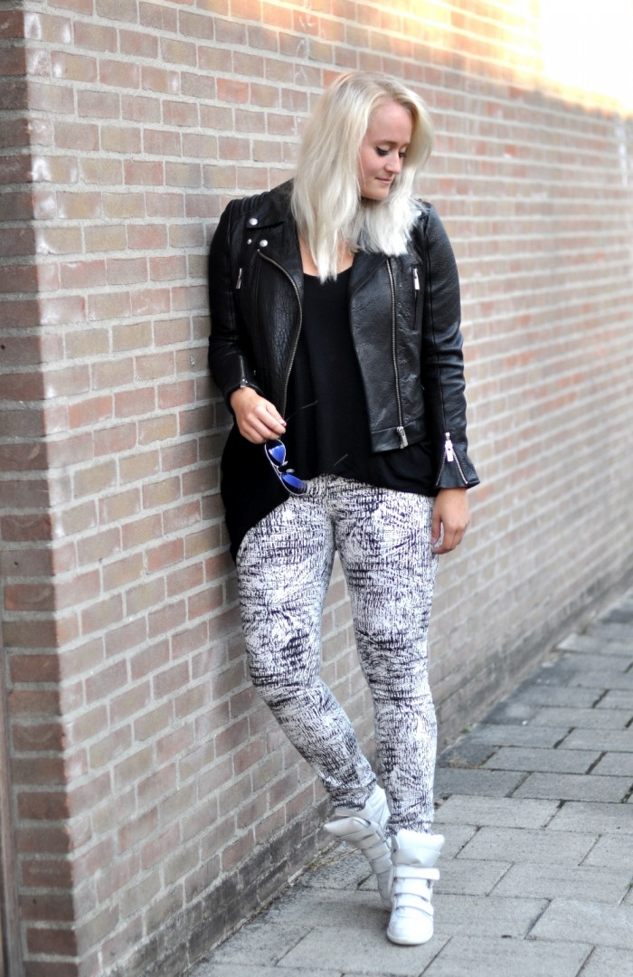 OUTFIT THE KOOPLES LEATHER JACKET ISABEL MARANT SNEAKERS RAY BAN AVIATOR (1)