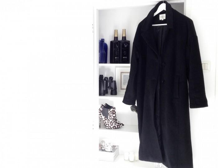 BLACK OVERSIZED COAT