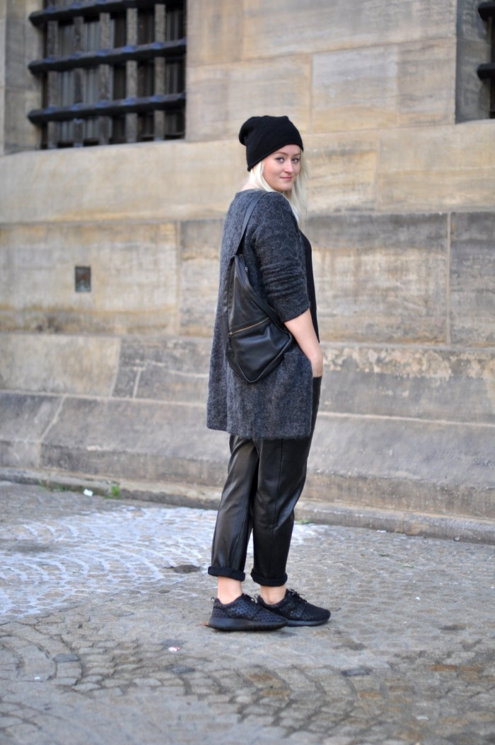 OUTFIT BAGGY LEATHER TROUSERS NIKE ROSHE METRIC HM TREND MOHAIR VEST COS BEANIE GANNI BAG (1)