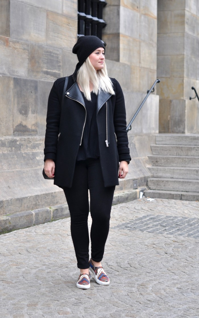 OUTFIT ALL BLACK GIVENCHY SLIPONS ZARA COAT BEANIE (1)