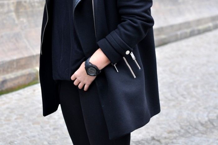 OUTFIT ALL BLACK GIVENCHY SLIPONS ZARA COAT BEANIE (6)