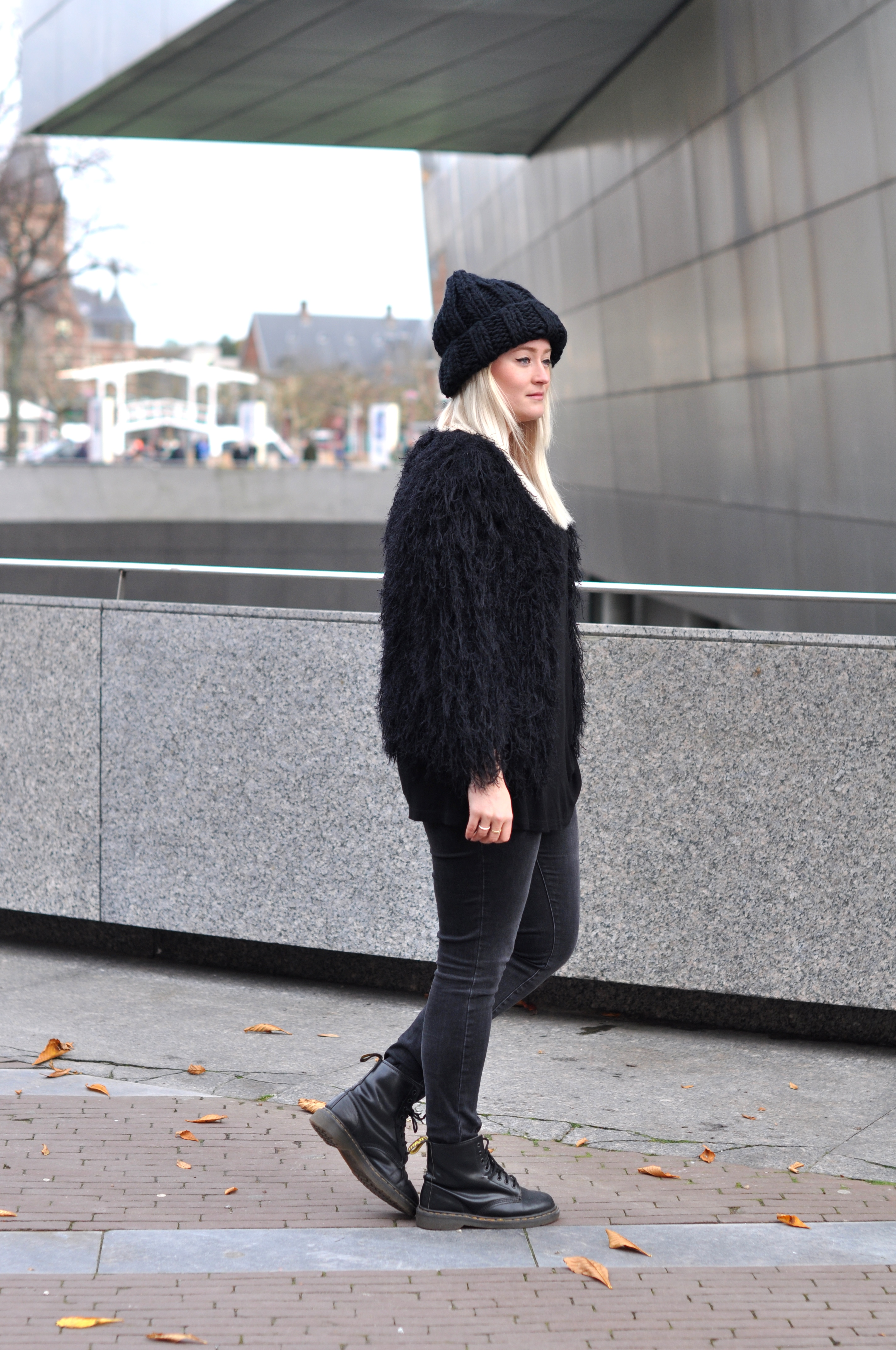 OUTFIT ALLBLACK COMEGETFASHION FLUFFY CARDIGAN LARGE BEANIE