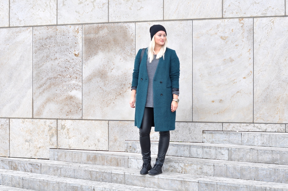 outfit green coat hm trend nike roshe run metric sneakers leather trousers cos beanie