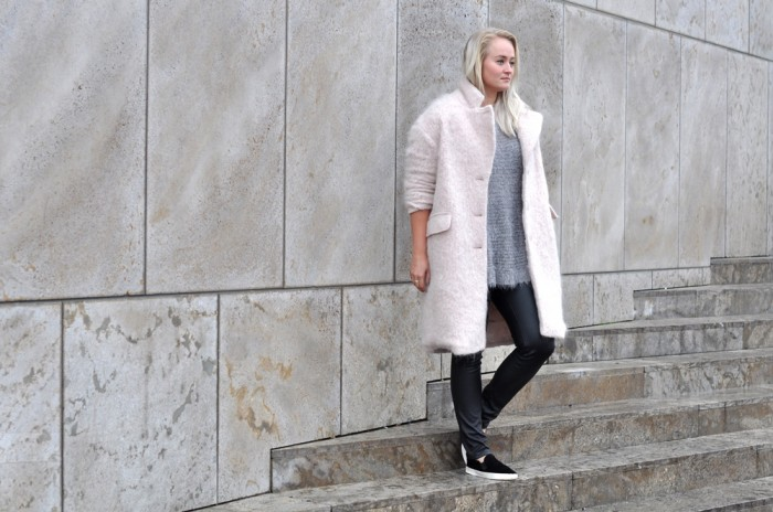 OUTFIT PINK FLUFFY COAT PONYHAIR SLIPONS LEATHER TROUSERS (2)