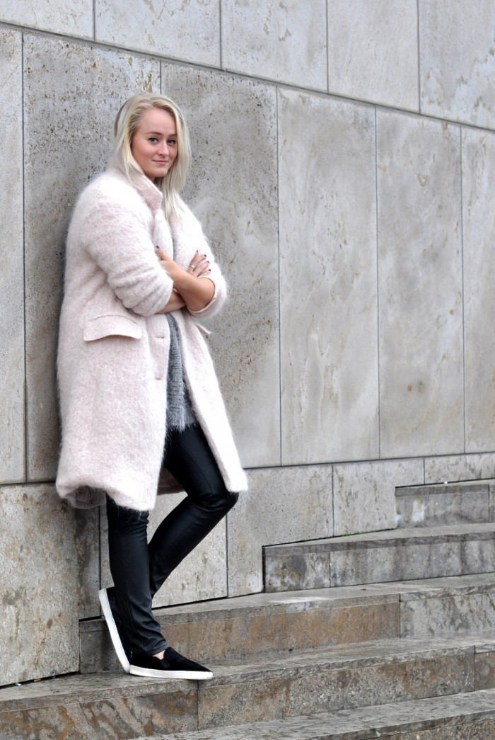 OUTFIT PINK FLUFFY COAT PONYHAIR SLIPONS LEATHER TROUSERS (3)