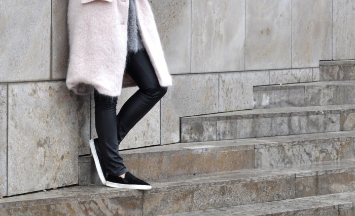 OUTFIT PINK FLUFFY COAT PONYHAIR SLIPONS LEATHER TROUSERS (4)