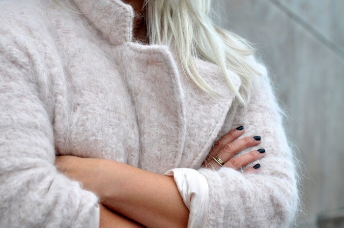 OUTFIT PINK FLUFFY COAT PONYHAIR SLIPONS LEATHER TROUSERS (5)