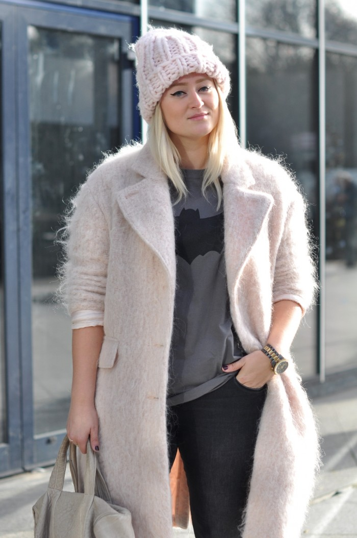 OUTFIT PINK COAT PINK BEANIE PUMA SUEDE LEOPARD ANML ALEXANDER WANG (3)