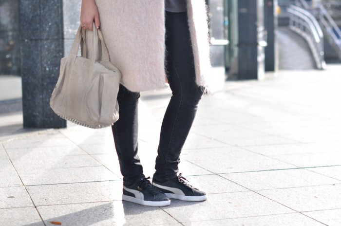OUTFIT PINK COAT PINK BEANIE PUMA SUEDE LEOPARD ANML ALEXANDER WANG (4)