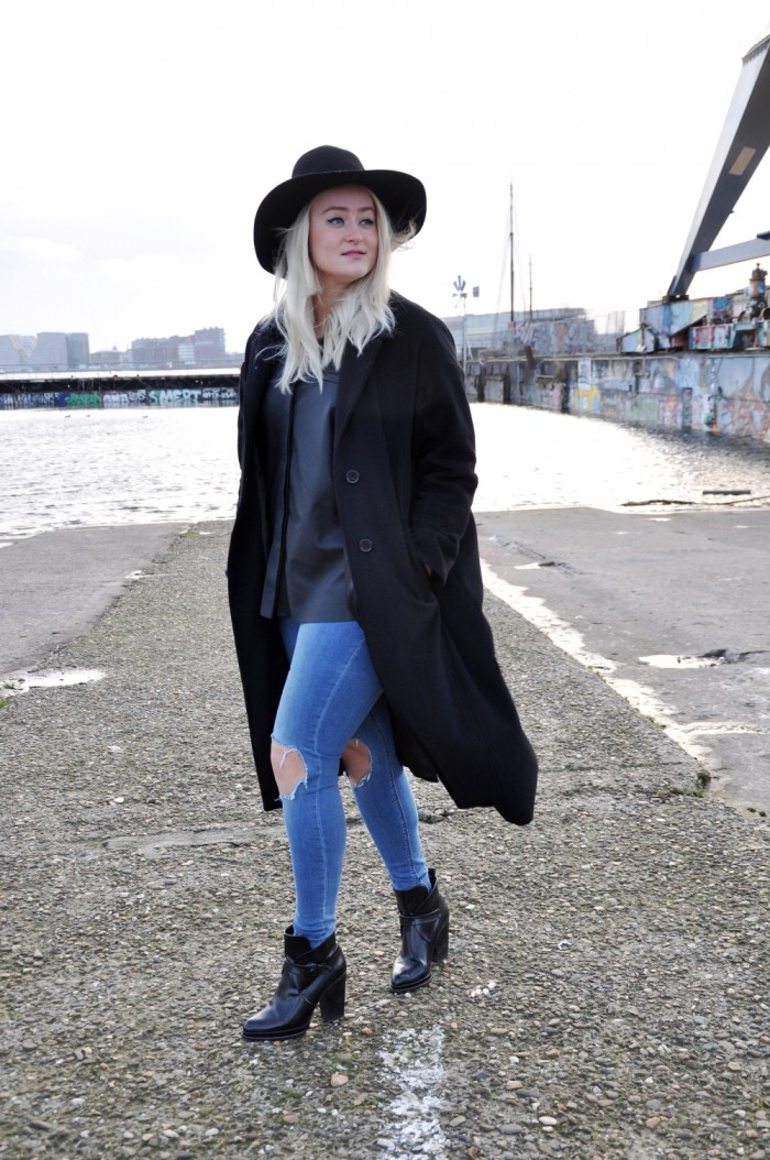 OUTFIT BLACK LEATHER SHIRT ASOS ZAZRA BOOTS RIPPED JEANS ASOS (1)
