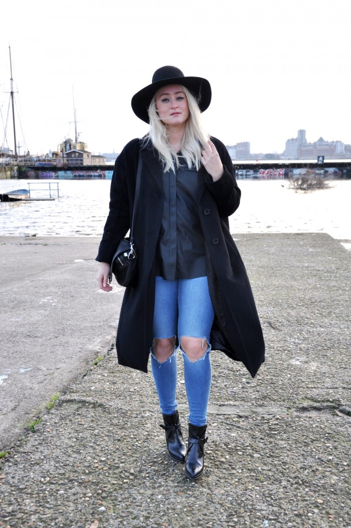 OUTFIT BLACK LEATHER SHIRT ASOS ZAZRA BOOTS RIPPED JEANS ASOS (2)