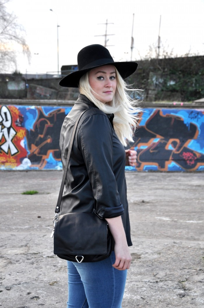 OUTFIT BLACK LEATHER SHIRT ASOS ZAZRA BOOTS RIPPED JEANS ASOS (4)