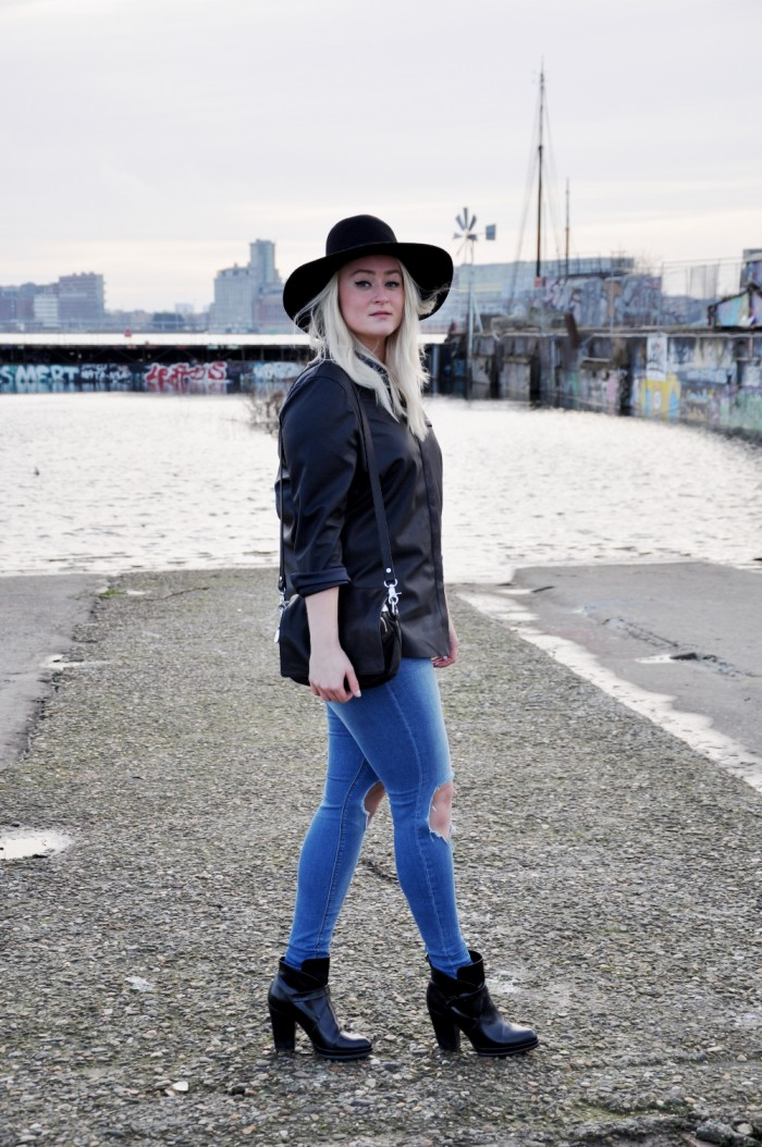 OUTFIT BLACK LEATHER SHIRT ASOS ZAZRA BOOTS RIPPED JEANS ASOS (5)