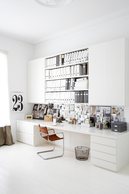 INTERIOR INSPIRATION WHITE SCANDINAVIANN WORKSPACE SIXFEETFROMTHEEDGE (2) (433x650)