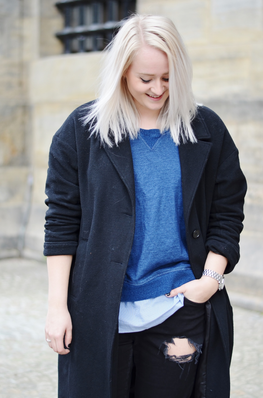 OUTFIT BOYFRIEND JEANS RIPPED OVERSIZED COAT NIKE AIR MAX 1