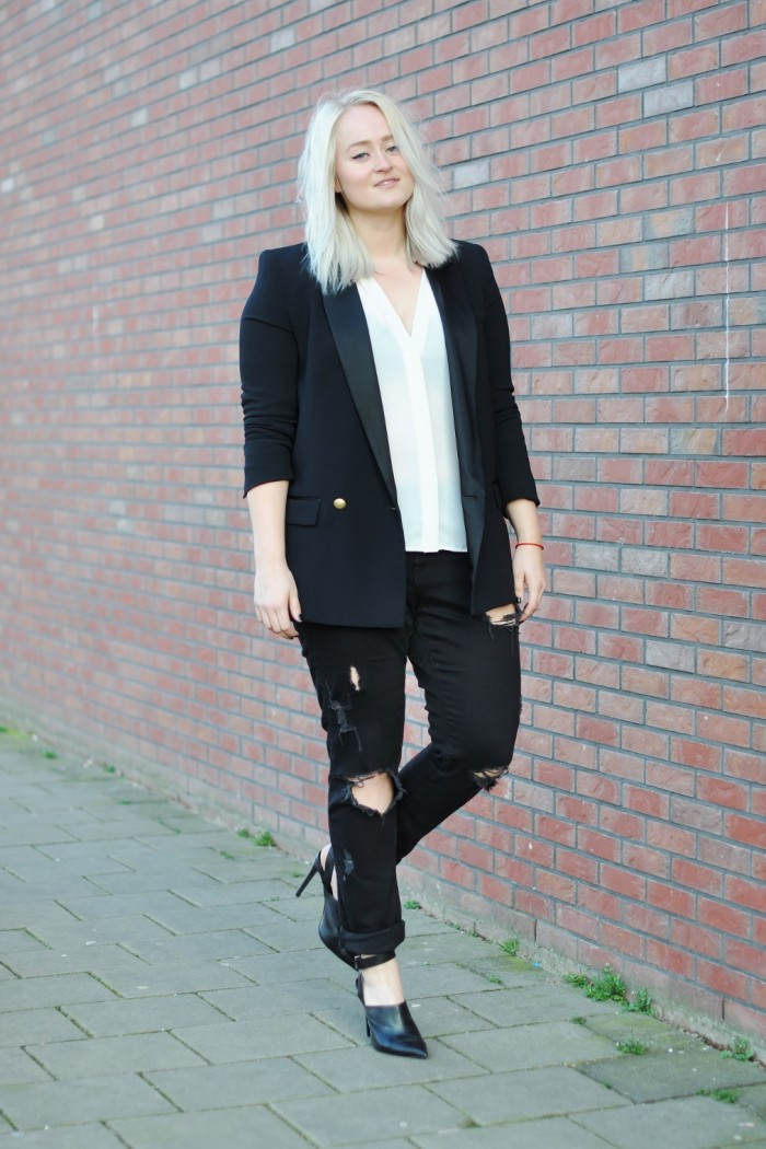 OUTFIT CLASSIC BLACK AND WHITE RIPPED JEANS ZARA MULES HEELS WHITE BLOUSE BAGGY JEANS H&M (2)