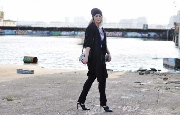 OUTFIT SILK COAT MULES HEELS ZIPPER TROUSERS ZARA H&M TREND ALL BLACK BEANIE COS (1)
