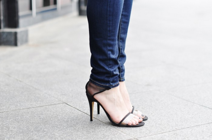 OUTFIT BLUE SHIRT BY MALENE BIRGER PAIGE DENIM JEANS BLINK X CLAES IVERSEN HEELS (2) (1000x664)