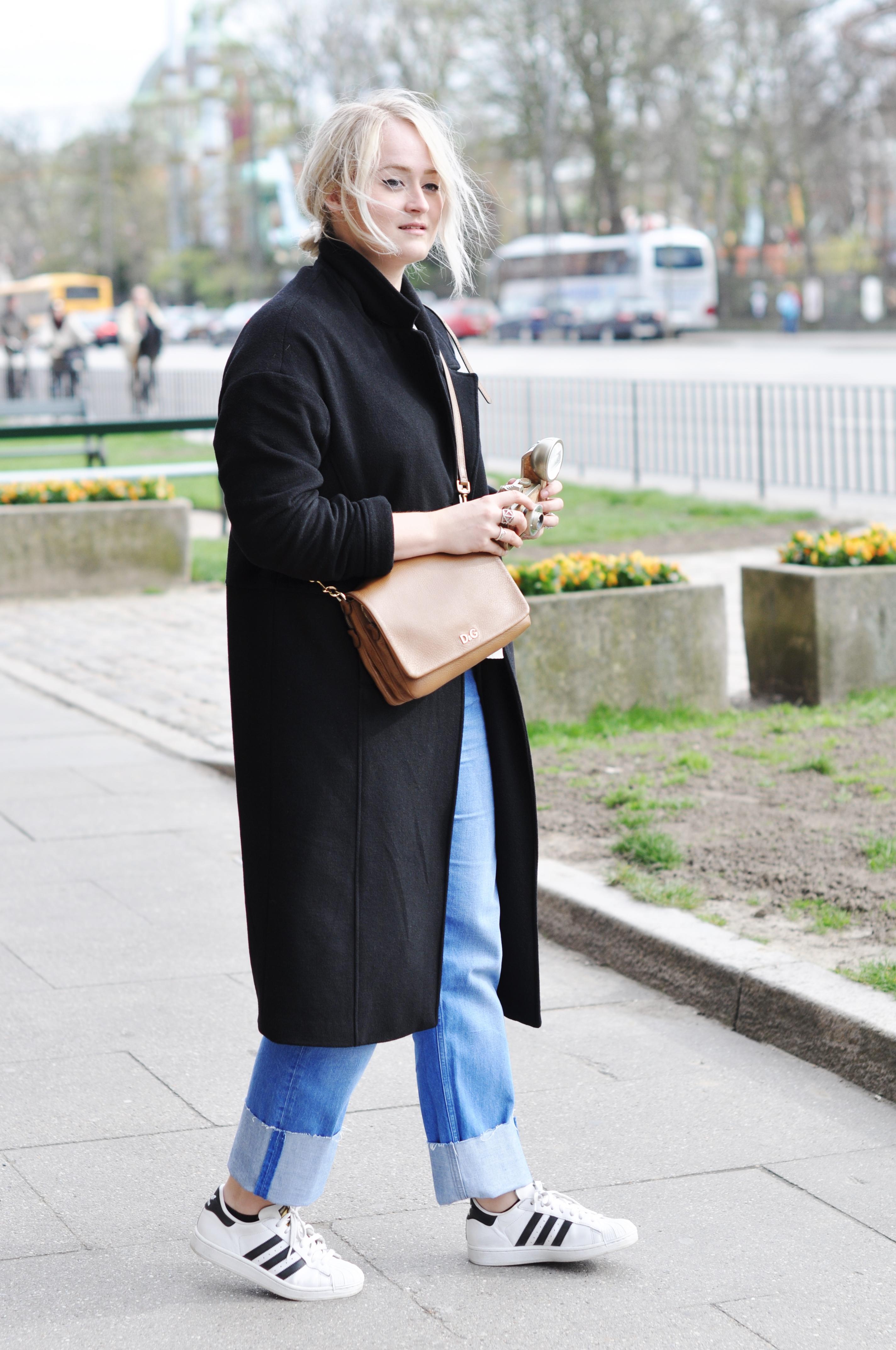 Vestito di copenaghen mih phoebe jeans boyfriendjeans adidas superstar