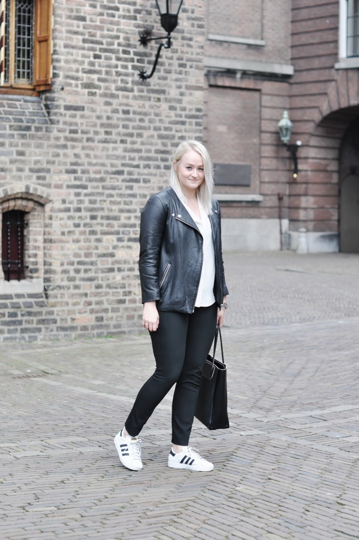 OUTFIT DEN HAAG DE PASSAGE ADIDAS SUPERSTAR ALEXANDER WANG PRISMA TOTE LEATHER JACKET (1) (1010x1520)