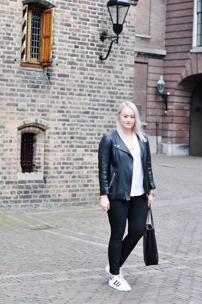 OUTFIT DEN HAAG DE PASSAGE ADIDAS SUPERSTAR ALEXANDER WANG PRISMA TOTE LEATHER JACKET (6) (1010x1520)