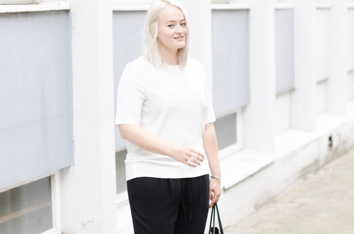 OUTFIT MONOCHROME H&M TREND LOOSE TROUSERS SLIPONS ALEXANDER WANG PRISMA TOTE (1)