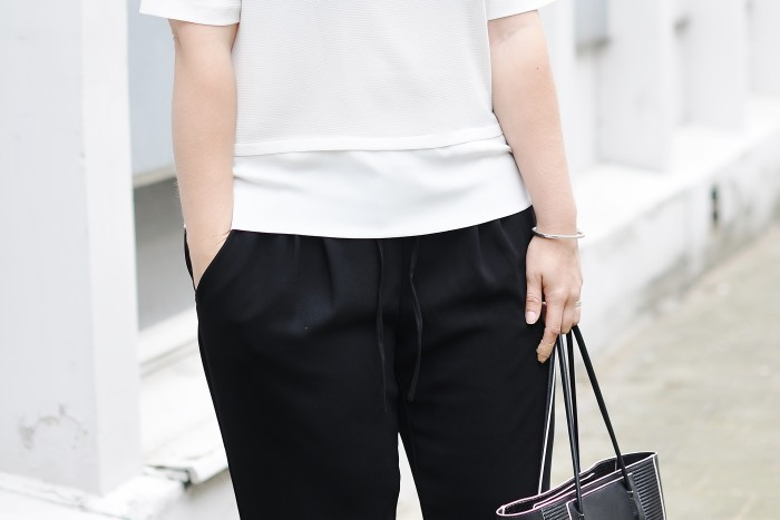 OUTFIT MONOCHROME H&M TREND LOOSE TROUSERS SLIPONS ALEXANDER WANG PRISMA TOTE (3)