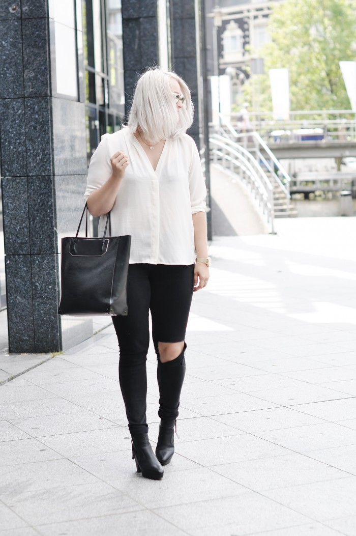 OUTFIT RIPPED JEANS ALEXANDER WANG PRISMA TOTE ACNE TRACK BOOTS RAYBAN CLUBMASTER (2)